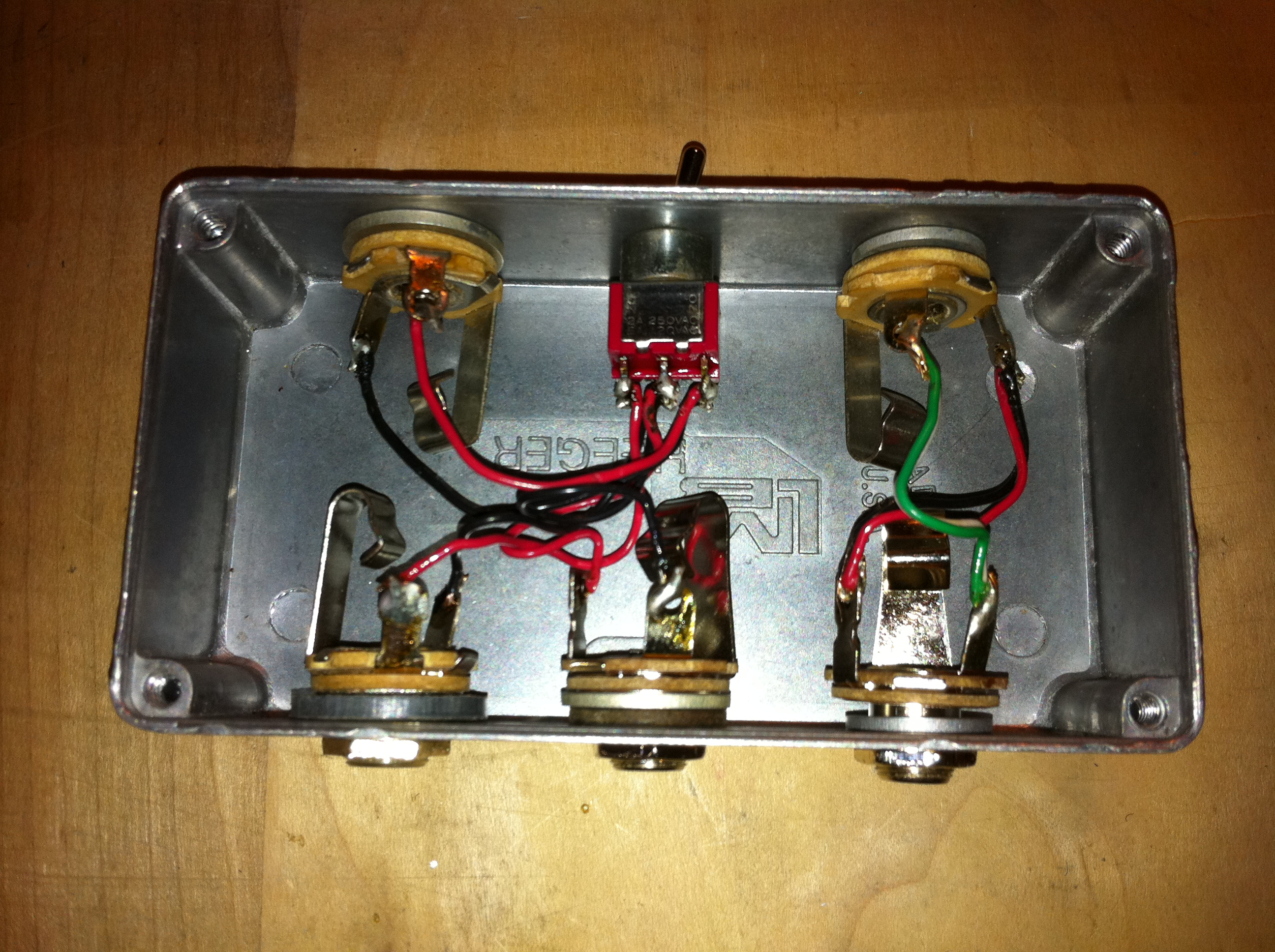 Guitar Pedalboard Rebuilding And Rewiring John Hendow Pedal Board Wiring Inside The Custom Switch Interface